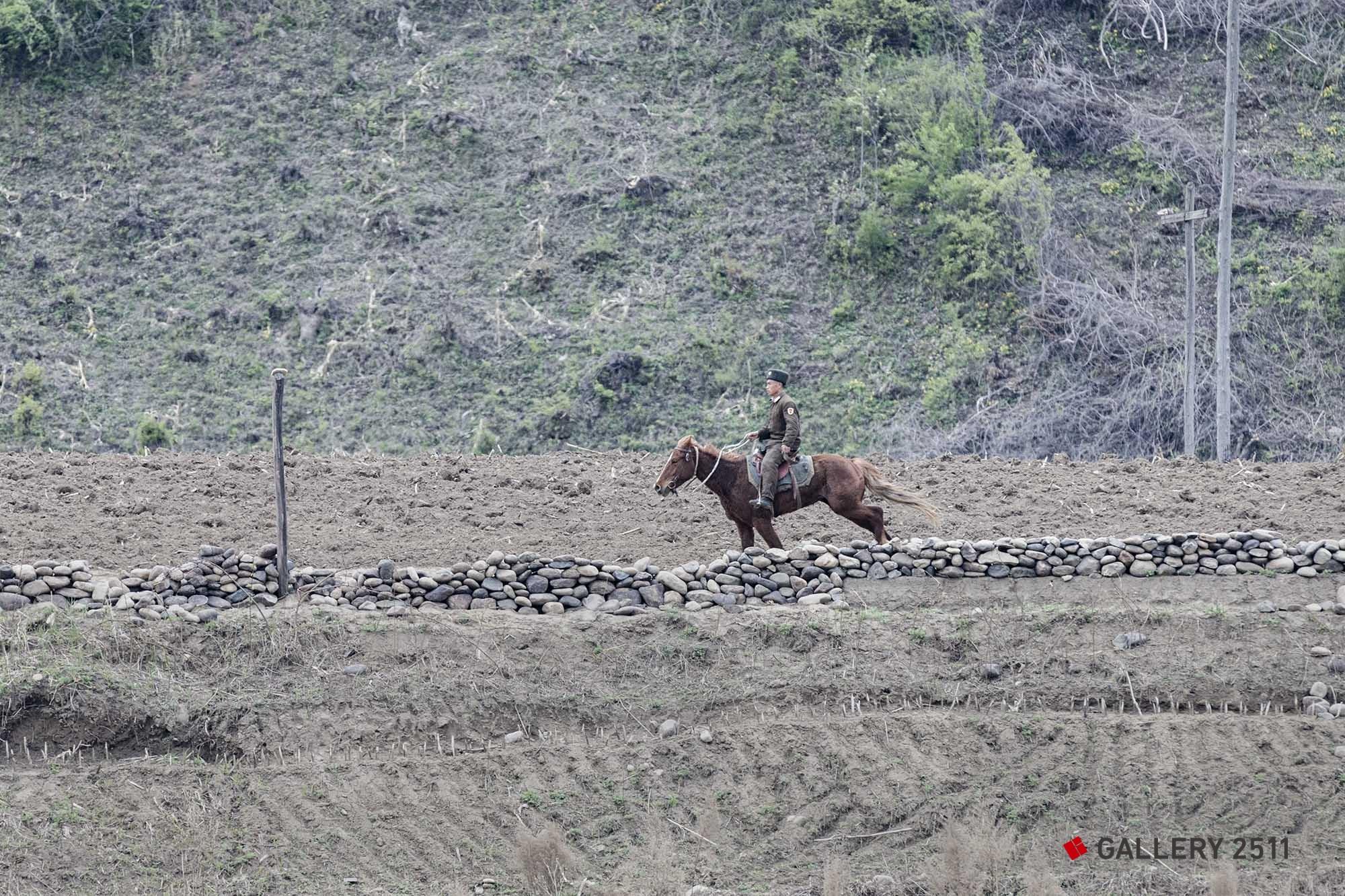 18.乗馬姿のパトロール兵 2015/05